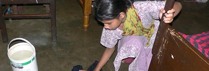 バングラデシュの家事使用人として働く少女への支援