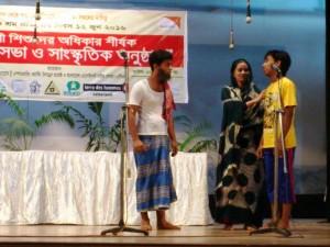 子どもたちによる児童労働をテーマとした芝居