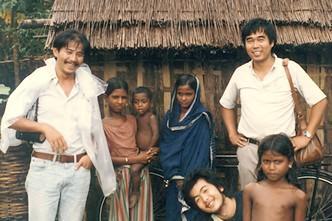 駐在当時の筆者(右上)