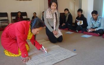 ボランティア活動計画を書く奨学生