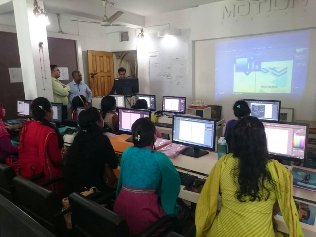 ゼロからコンピューターグラフィクスデザインの基本を学んでいます
