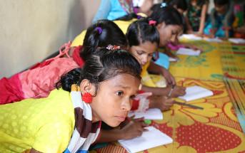 支援センターで学ぶ少女たち