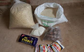 米、圧縮米、ジャカイモ、砂糖、ビスケット、塩