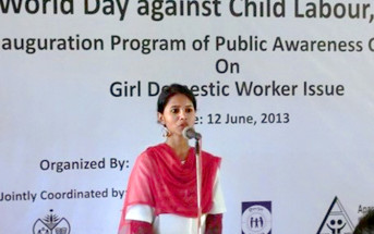 自分の体験をもとに児童労働反対を訴えるルナ