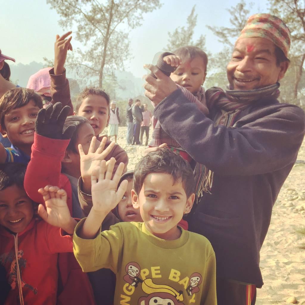 「洪水が多い地域での地域防災支援」の活動地、ネパールのチトワン郡マディ市の河川周辺に住む人々(2017年12月撮影)