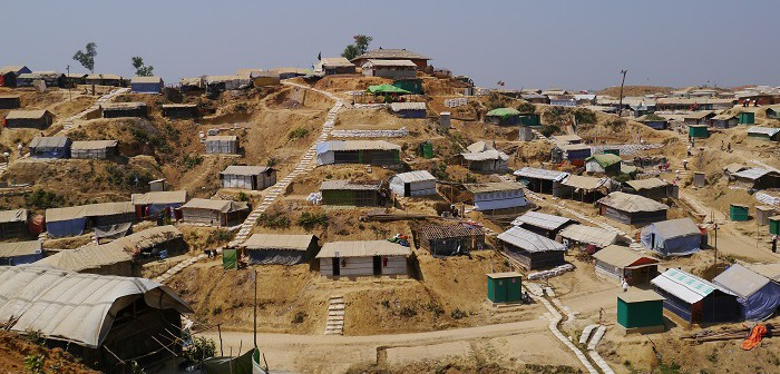 土壌浸食を防ぐため土嚢と竹の柵の対策が施された地区