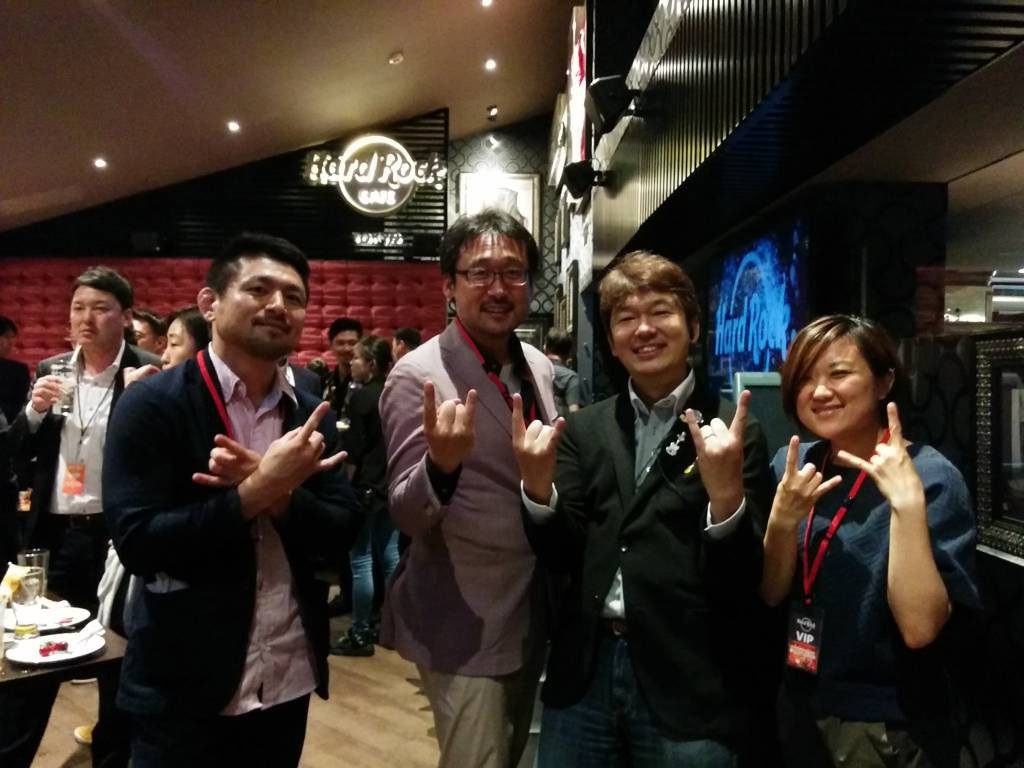 マネージャーの嶋田さんとシャプラニールチーム
