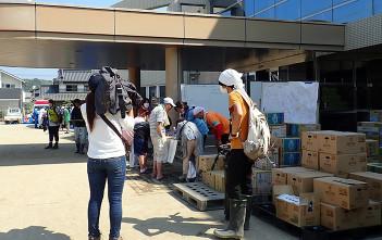 被害の大きかった倉敷市真備町には多くの報道陣もかけつけ、連休のボランティア活動を報じた。(2018年7月16日撮影)