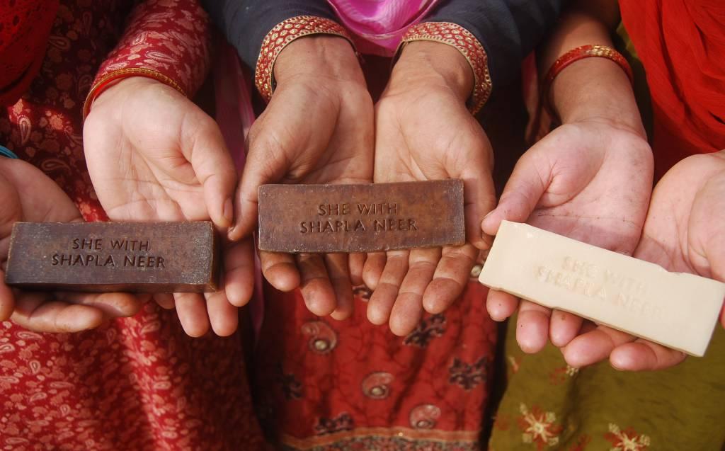 she_soap_hand