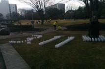 アリオスの前庭ではボランティアがキャンドルナイトの準備をしていた