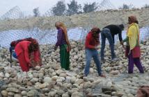 マディ市が他の河川で堤防を構築