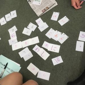 自分の名前の文字を使って「動物」や「植物」などのお題の言葉を作りました!