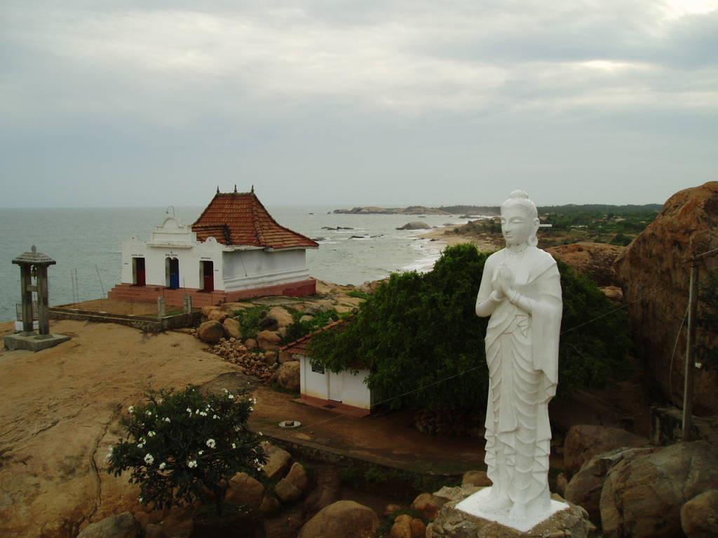 2004年12月に撮影したスリランカの海辺の風景