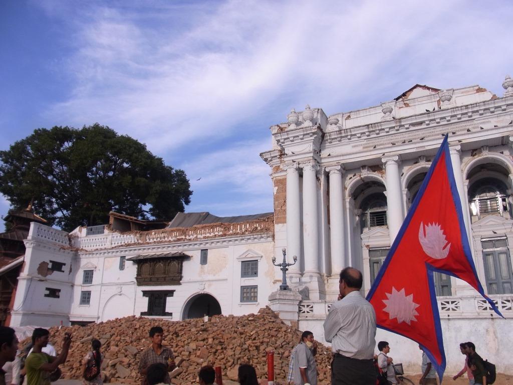 自身直後、2015年5月のハヌマン王宮前