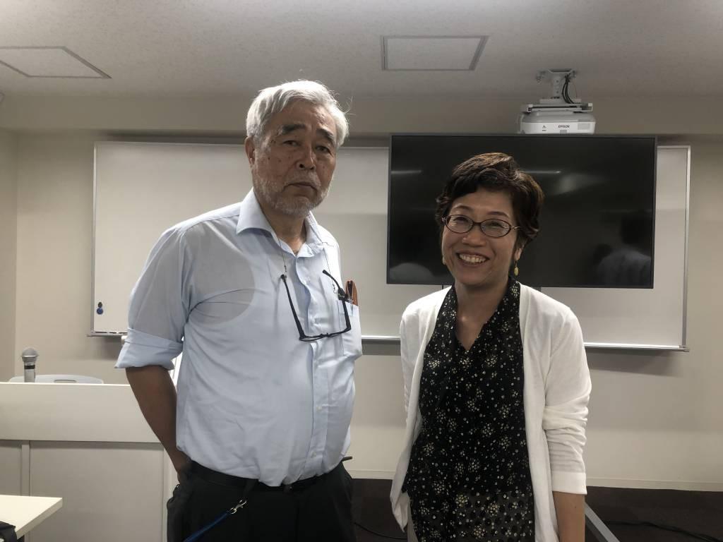シャプラニール事務局次長の藤崎文子さん(右)と聖心女子大学教授でシャプラニール監事の大橋正明さん