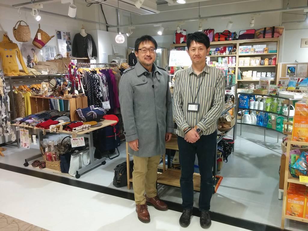 店長を務める村上さんのお兄さん・森嶋さんと。