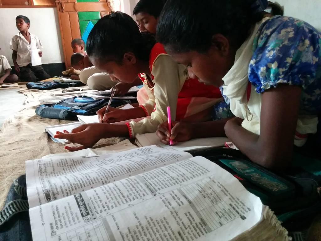 バングラデシュの先住民族の子どもたちの教育支援活動のようす