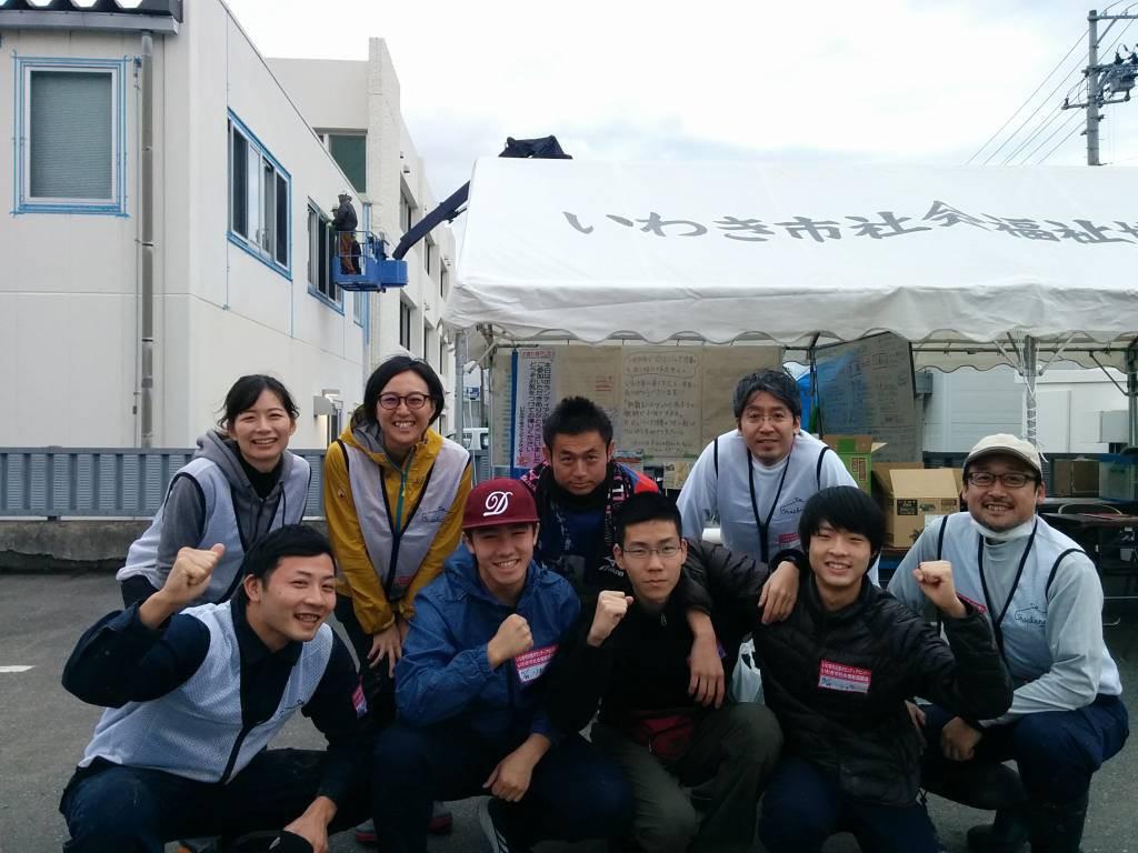 最終日、11/25に一緒に作業したチームで記念写真。