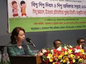 7団体のNGOと連携して開催した子どもの権利シンポジウム。内山事務所長も登壇した。