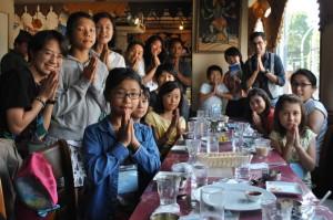 子ども向けのワークショップでネパール料理屋さんを訪れた様子