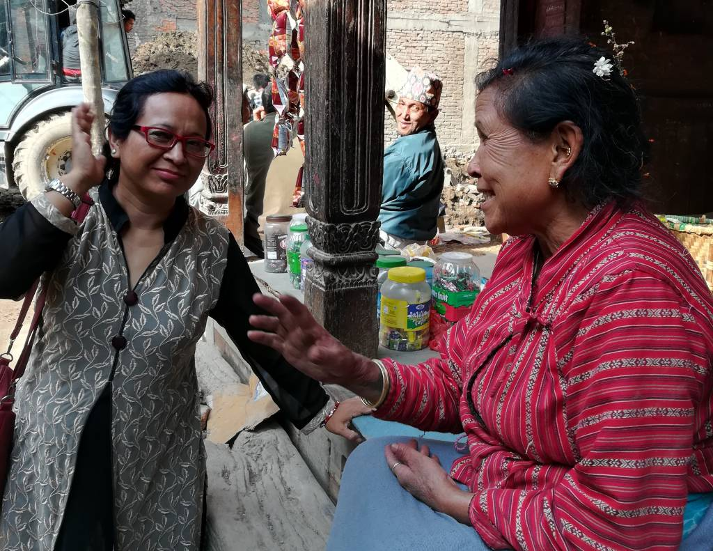 地震の被災者と雑談から話を聞いていく
