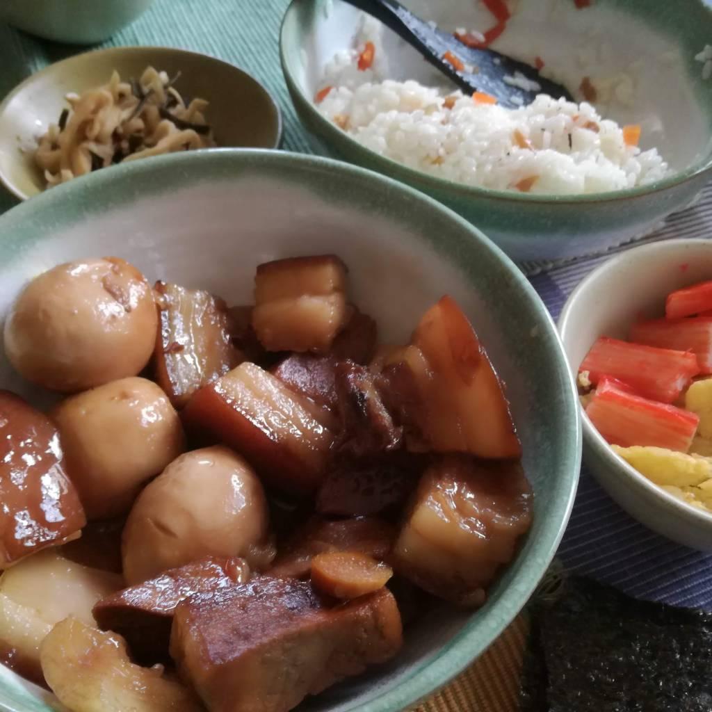 角煮に初挑戦! 開いている肉屋を発見し、覗いてみればなんと豚肉が!(ネパールではマイナーな肉なのです)