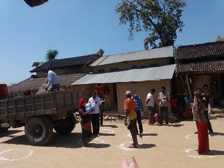 ネパールで行った緊急救援活動の支援の様子(2020年4月撮影)