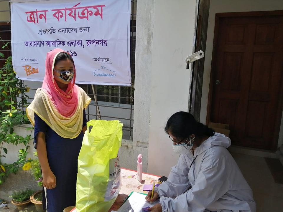 バングラデシュで行った緊急救援活動(食料配布支援)の様子(2020年6月撮影)