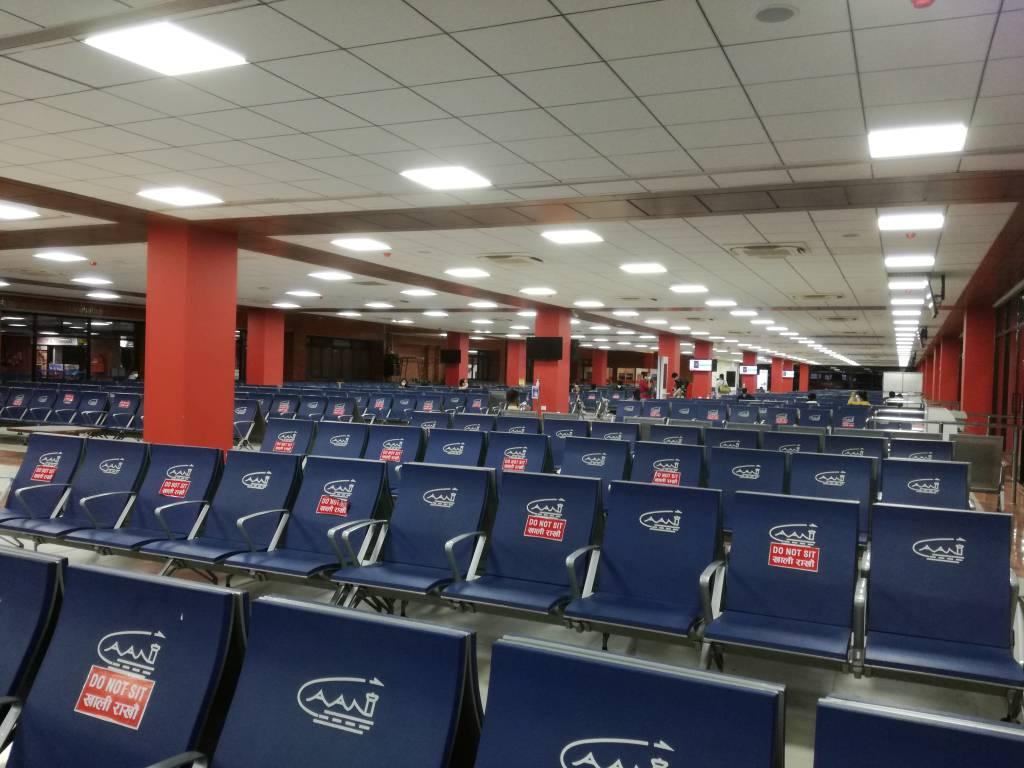 広くなった新しい搭乗口前のスペース。ロックダウンでフライトがないため、空港拡張工事が順調に進んだ。