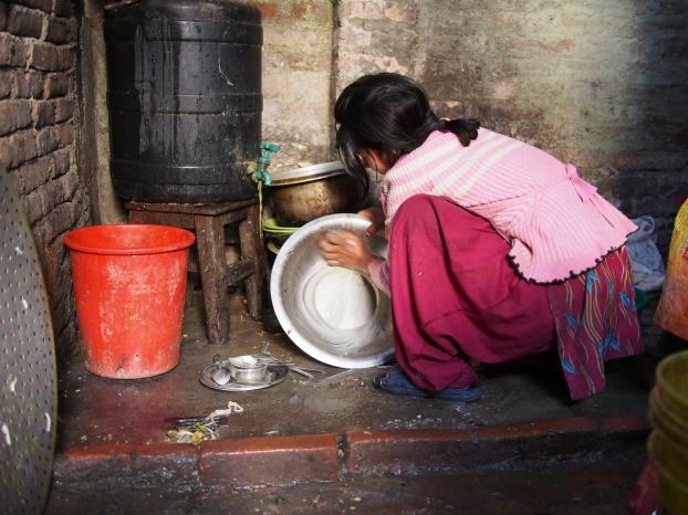 ネパールで働く少女