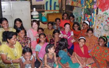 少女たちの明るさから、自然と笑顔になります