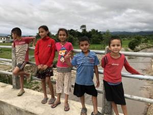 チトワン郡を訪れた際に、近くに居合わせて仲良くなった子どもたちと。言葉を交わしたのは僅かな時間でしたが、子どもたちと心が通じ合ったと感じたひと時でした。
