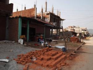 建設現場。こういったブロックをAは運んでいた。