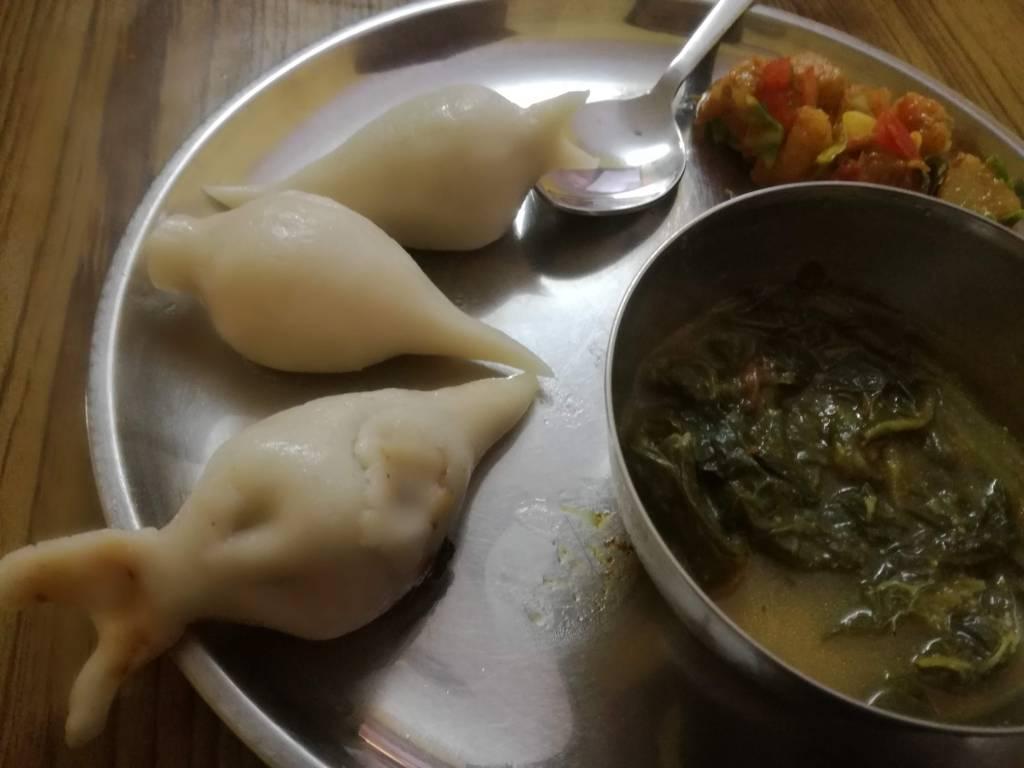 青菜スープと野菜炒めを添えて