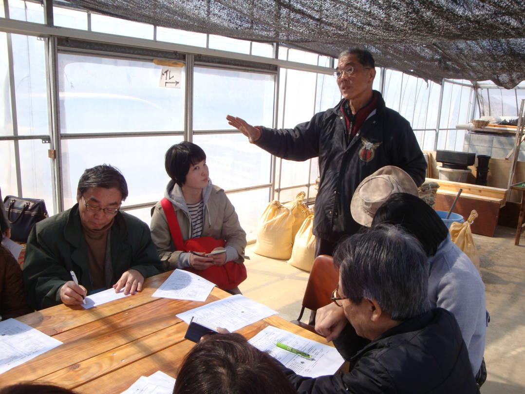 ツアー参加者に向けて話をするいわきオリーブプロジェクトの木田さん