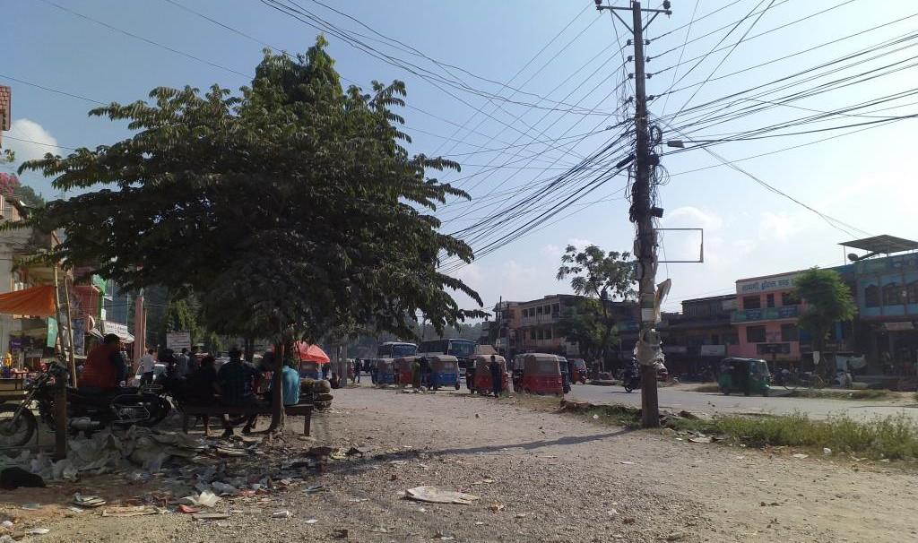 マナハリ村のバスパーク。ここから子どもたちが児童労働のために移動する。