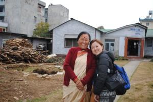 2016年、フェアトレード団体WSDOの代表ラムカリディディと。(ディディはネパール語でお姉さんの意)
