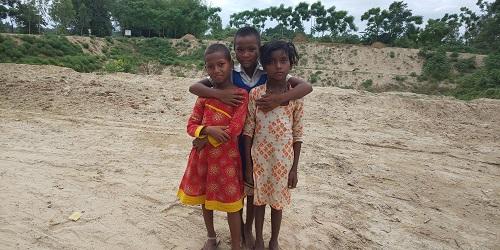 ディナジプール県の先住民(サンタルコミュニティ)の子ども達